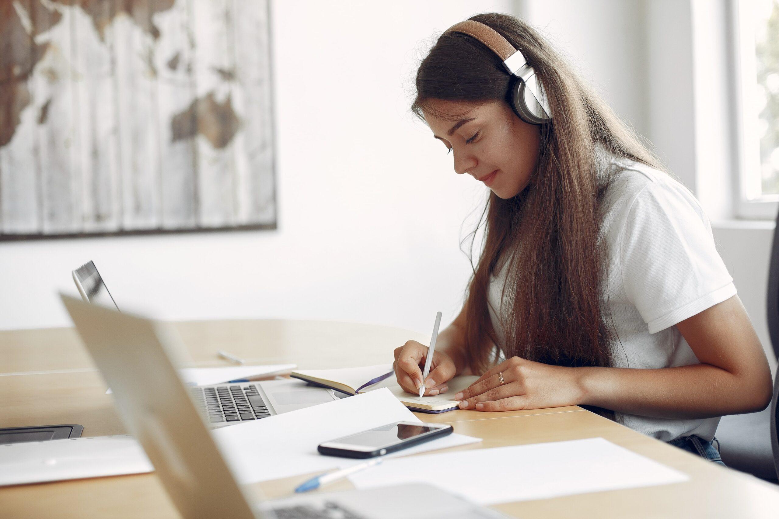 ders çalışırken müzik dinlemek